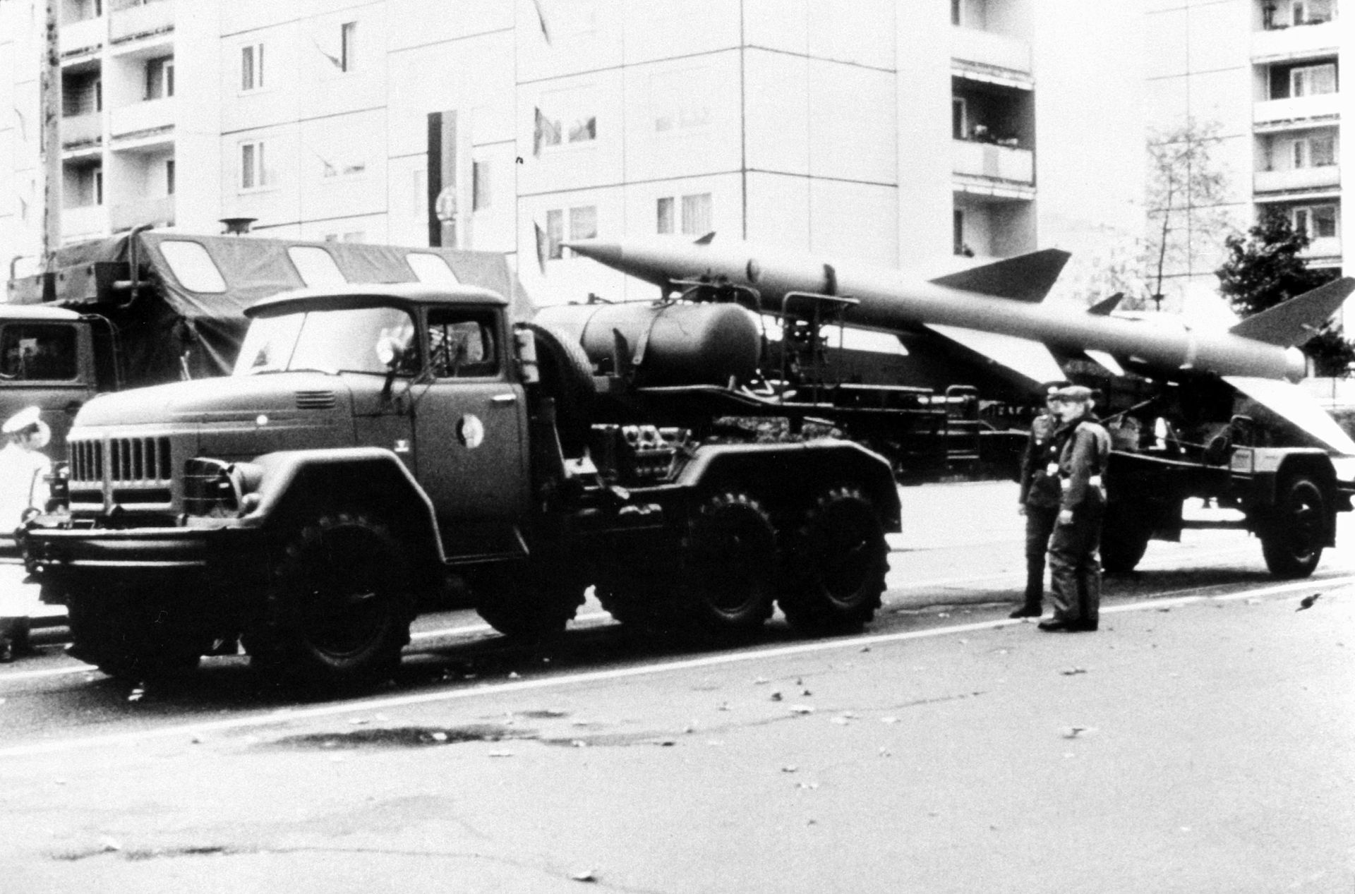SA-2_Guideline_towed_by_a_ZIL-131_truck.JPEG